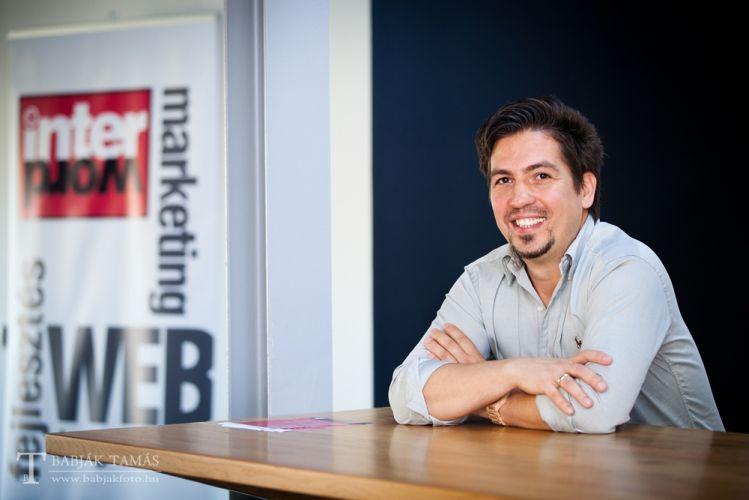 Bodogán Iván Online specialista, az Interword webközpont tulajdonosa, számos - Az év honlapja - díjat nyert website tervezője